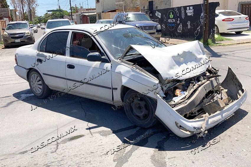Daños en tres vehículos deja colision en Nuevo Laredo