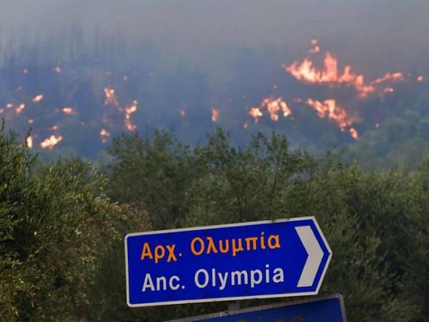 El fuego continúa arrasando Grecia; hay decenas de evacuados