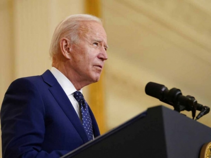 Biden abandona promesa de aumentar admisiones de refugiados en EU