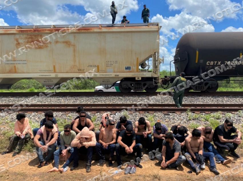 Agentes de la Patrulla Fronteriza del Sector laredo continúan rescatando a sujetos de los vagones del tren